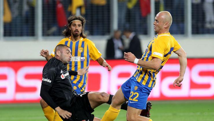 Burak Yılmaz, Galatasaray Derbisinde Oynayacak Mı?