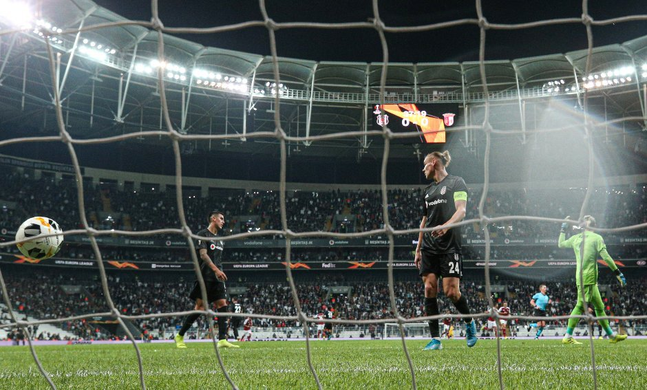 Beşiktaş Tribünleri Abdullah Avcı'yı İstifaya Çağırdı