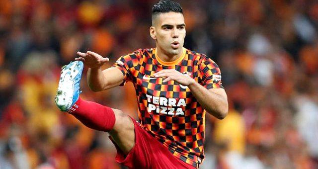 Galatasaray Taraftarlarından Falcao'nun Eşine Mesaj Yağmuru