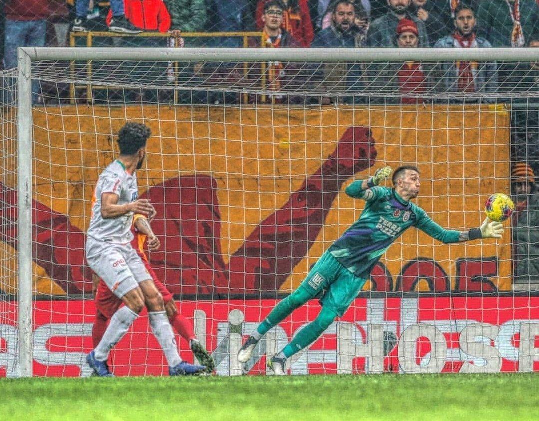 Muslera, Performansıyla Galatasaray'ı Taşıyor